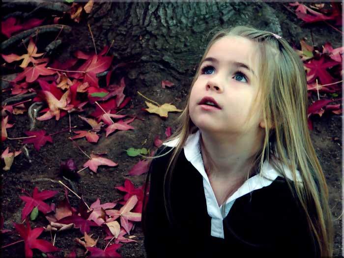 Kız, ağaç,